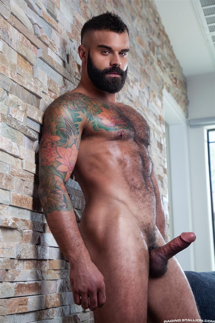 Raging-Stallion-Drake-Masters-and-Carlos-Lindo-Hairy-Muscle-Guy-With-Big-Dick-Blowjob-06 Hairy Muscle Hunk Drake Masters Gets Rimmed And Sucked Off By The Delivery Driver
