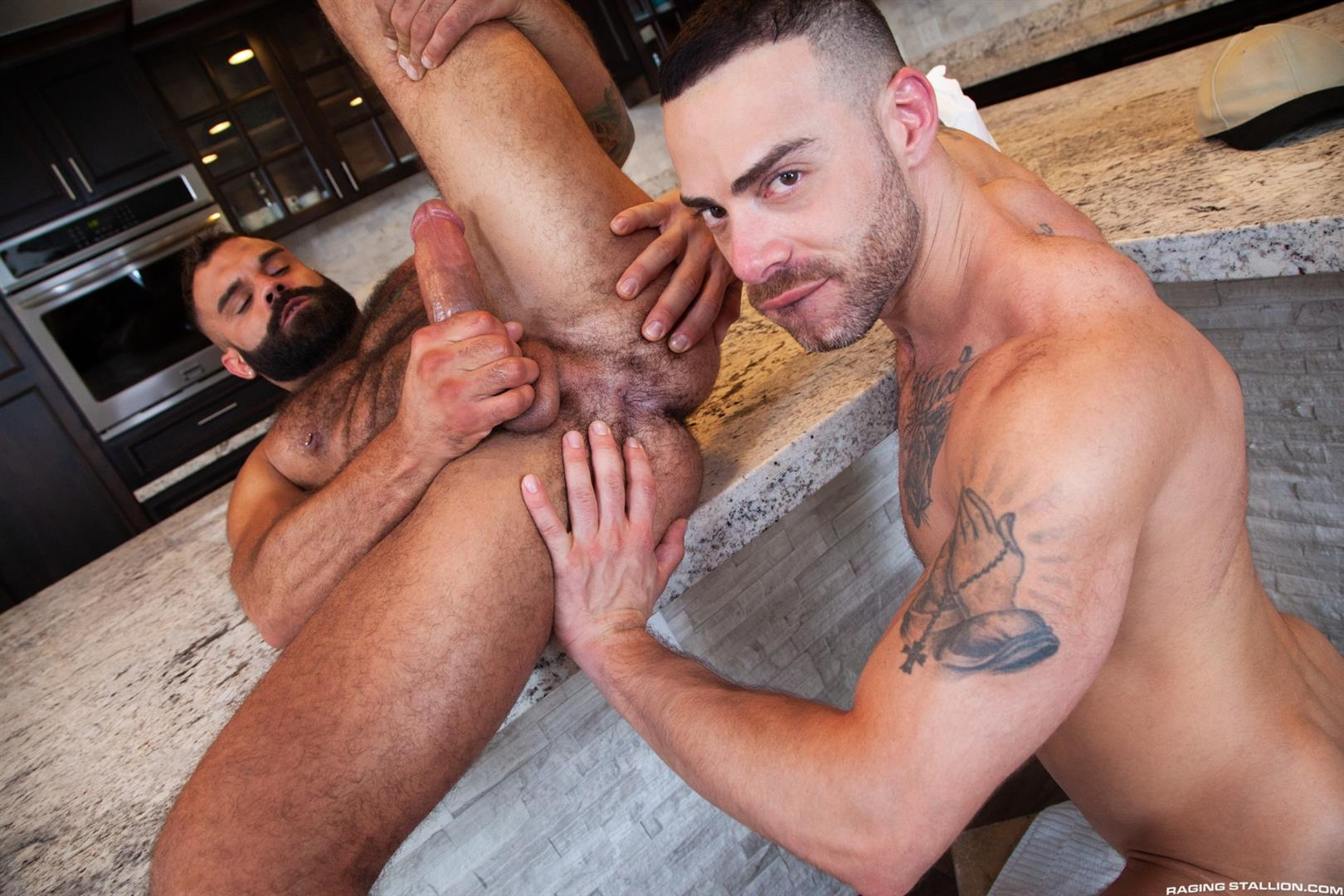 Raging-Stallion-Drake-Masters-and-Carlos-Lindo-Hairy-Muscle-Guy-With-Big-Dick-Blowjob-12 Hairy Muscle Hunk Drake Masters Gets Rimmed And Sucked Off By The Delivery Driver